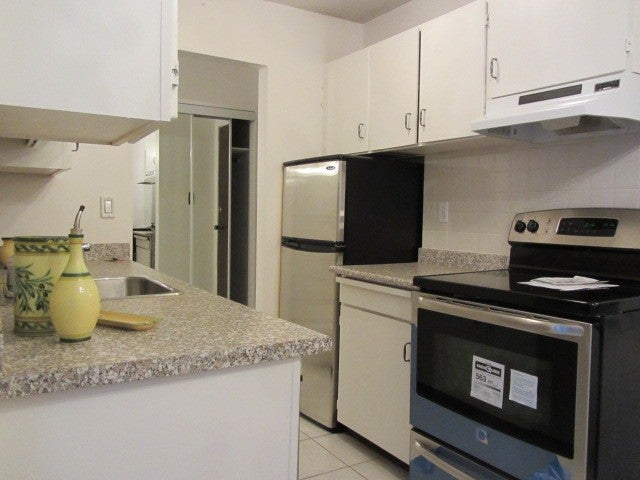 # 302 214 E 15TH ST - Central Lonsdale Apartment/Condo for sale, 1 Bedroom (V1041184) #1