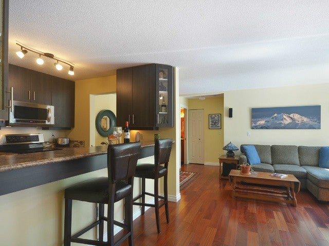 # 201 125 W 18TH ST - Central Lonsdale Apartment/Condo for sale, 2 Bedrooms (V1053080) #1